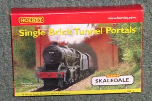 Hornby R8510 Brick Single Tunnel Mouths (x2) -  SPECIAL OFFER